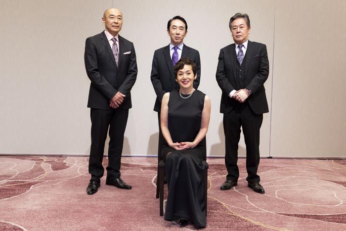 (前)大竹しのぶ(後ろ左から)高橋克実、段田安則、風間杜夫