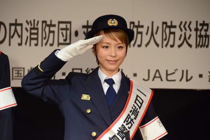 1日消防署長に就任した平野綾