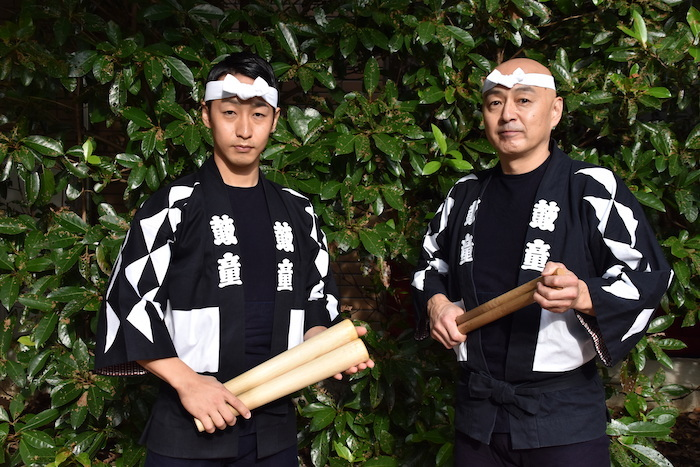 鼓童の齊藤栄一(右)と地代純