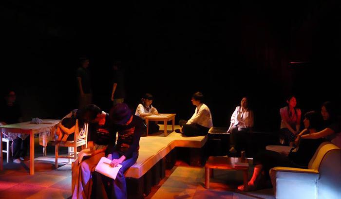「未亡人の一生」舞台写真 2011年11月 於・王子小劇場