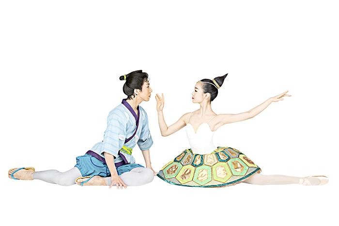 太郎&亀の姫 Photo by Isamu Uehara