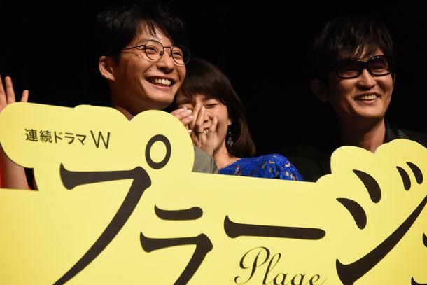 左から星野源、石田ゆり子、スガシカオ。