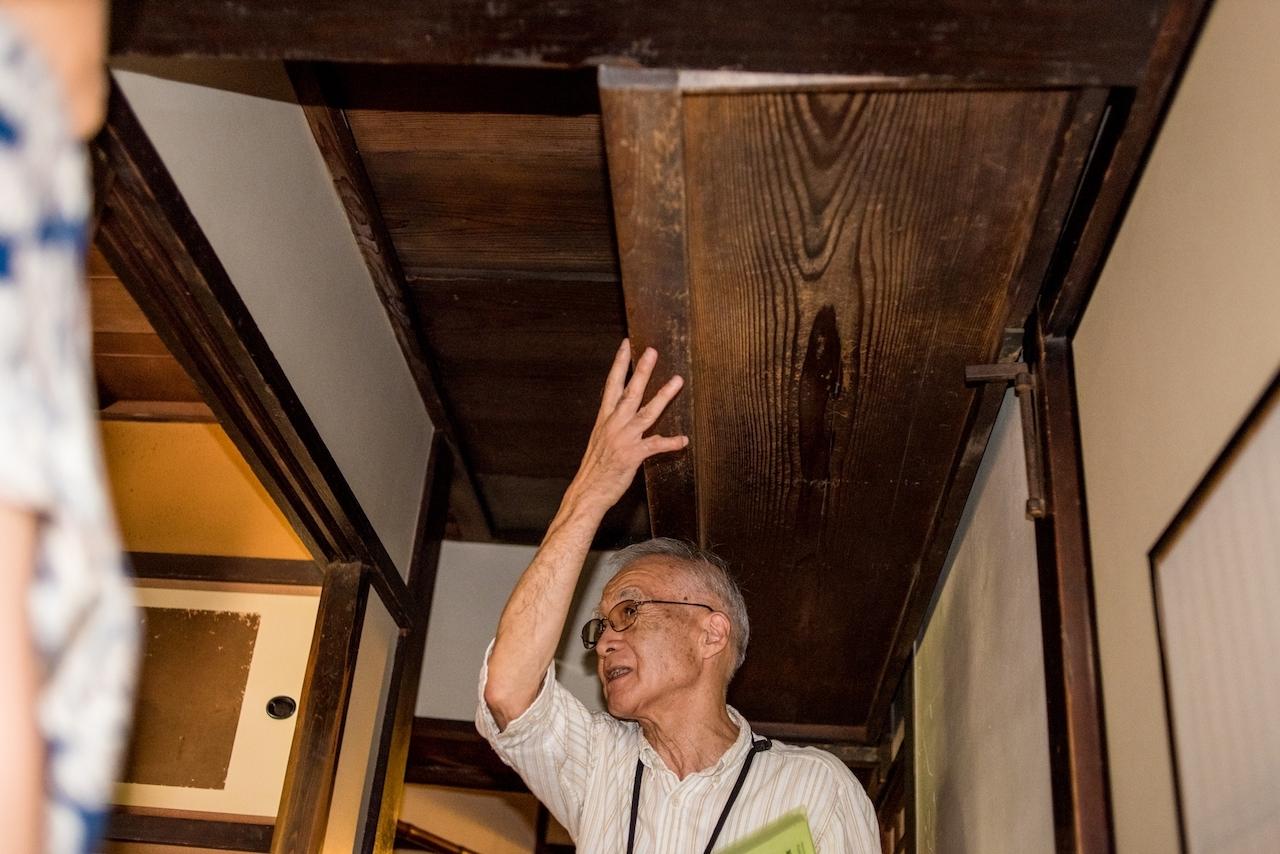 通常は廊下の天井に収納されている「釣階段」