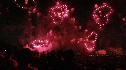 10,000発の花火と星野源・ピコ太郎らの楽曲が融合 大迫力エンタテインメントショー『スーパー大火勢』の魅力