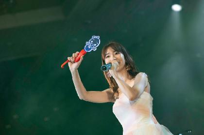 """AKB48柏木由紀、デビュー13年目""""熟練のパフォーマンス""""で魅了 初のディナーショー『柏木由紀 寝ても覚めてもゆきりんワールド』を開催"""