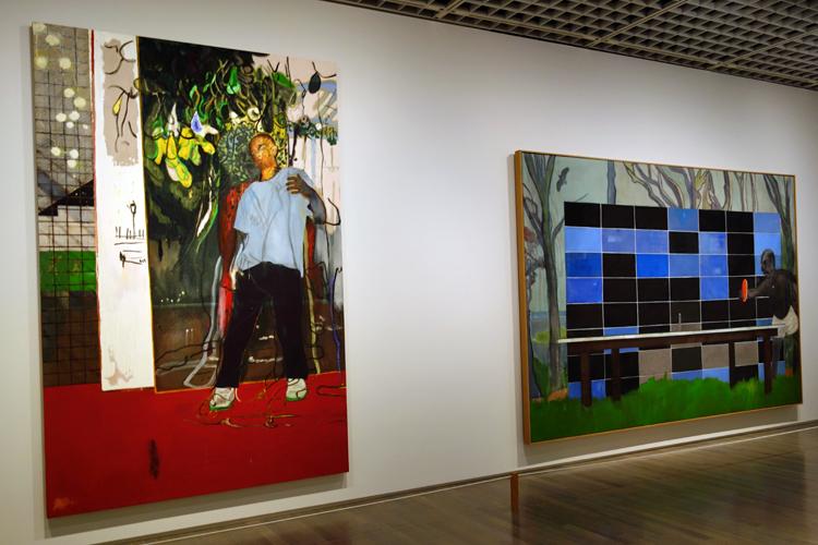 左:《夜のスタジオ(スタジオフィルムとラケット・クラブ)》2015 油彩、キャンバス 296x200cm 個人蔵、右:《ピンポン》2006-08 油彩、キャンバス 240x360cm ローマン家