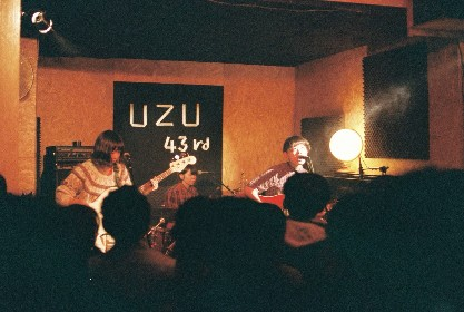リーガルリリーたかはしほのかの地元・福生で開催された企画ライブ『333』初日をレポート