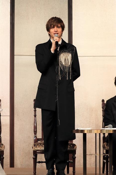 城田さんの衣裳、アシンメトリーで素敵ですね!