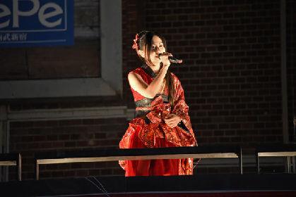 倉木麻衣が新宿駅前に!「名探偵コナン」テーマ曲をサプライズ生披露