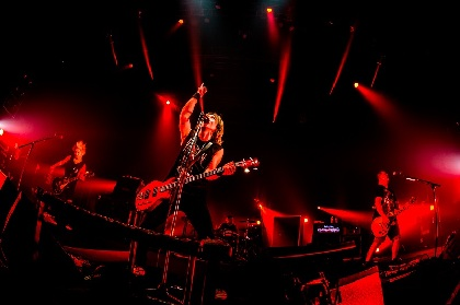 Jのロックはこれからも新しい道を切り開く、ソロ20周年ツアー最終日に見た熱狂とその先の未来