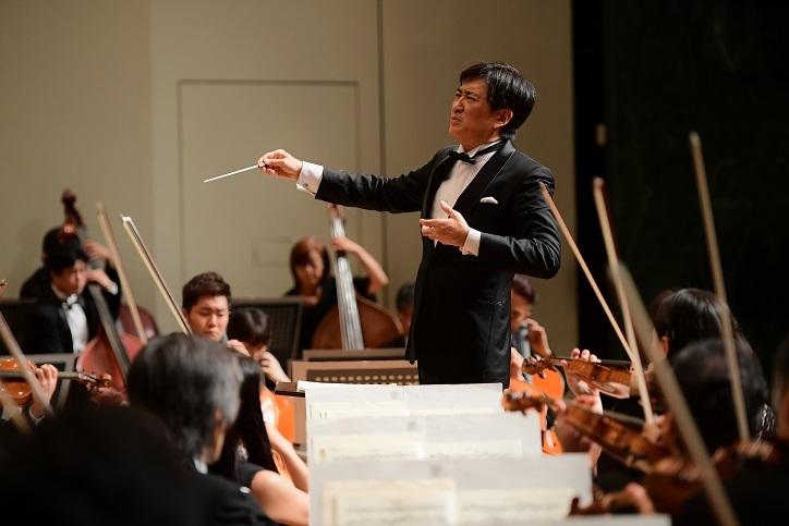 第300回記念定期演奏会の前半は、藤岡幸夫が得意とするイギリス音楽で勝負! (C)HIKAWA