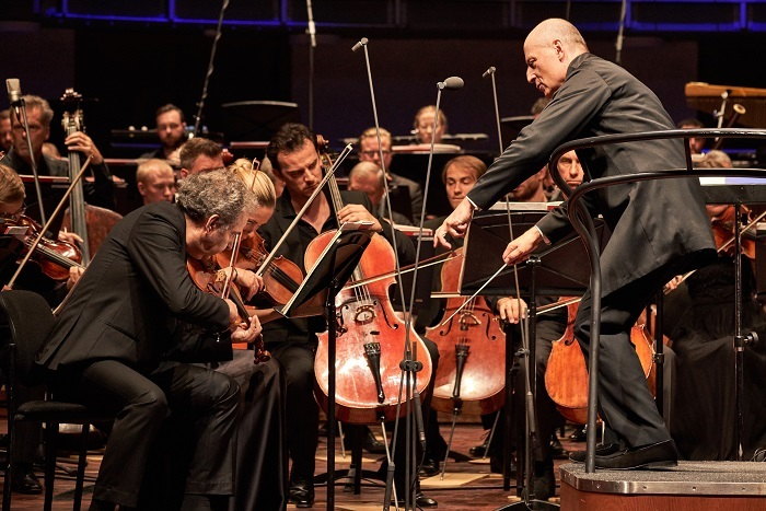 エストニアから世界へ発信!パーヴォ・ヤルヴィ率いるドリームオーケストラが初来日 (C)Kaupo-Kikkas