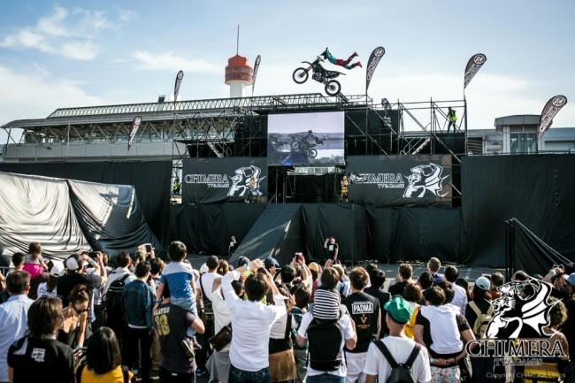 モトクロスバイクが宙を舞う「FMX(フリースタイルモトクロス)ショー」