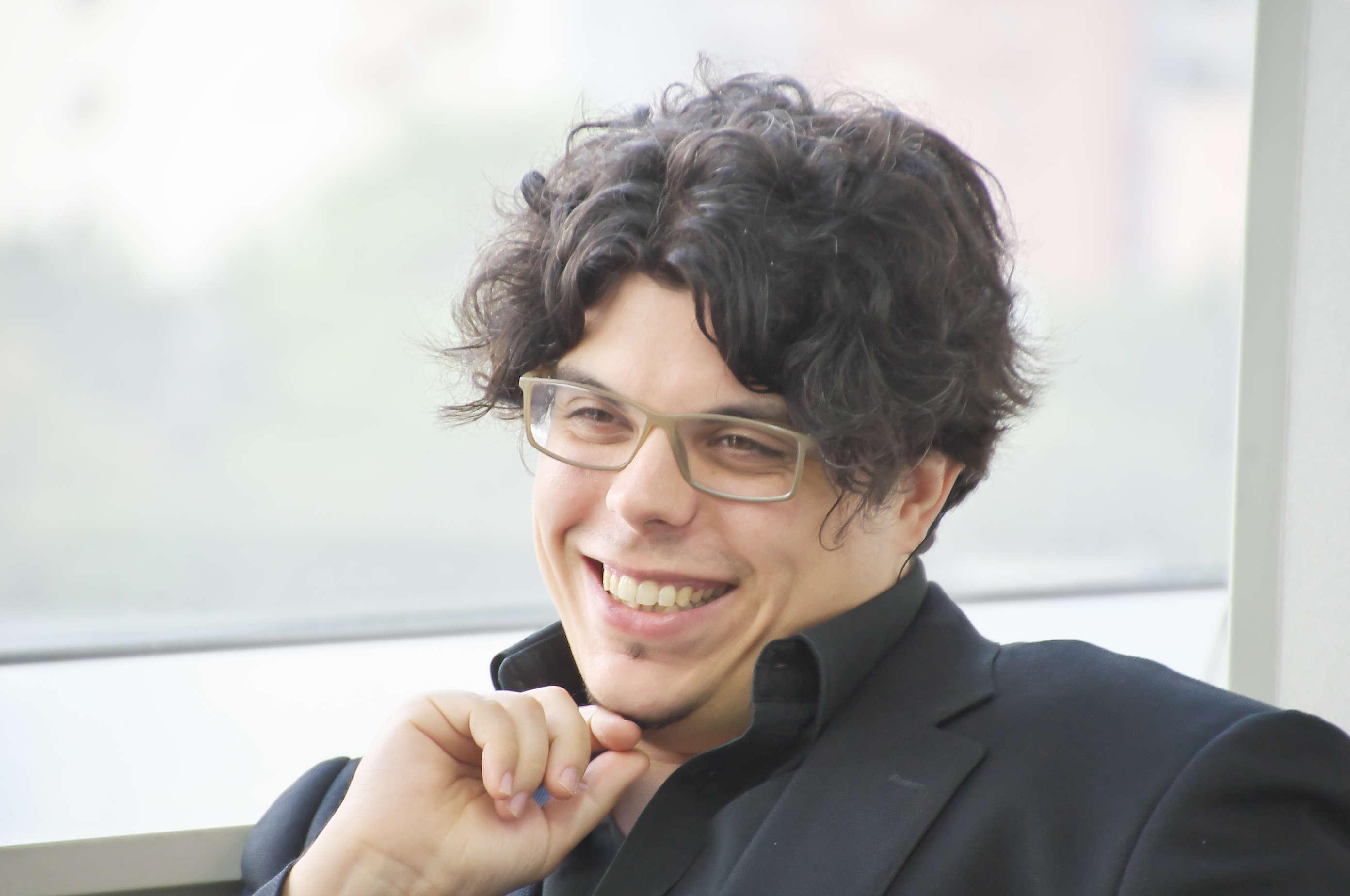 東京フィルハーモニー交響楽団の首席指揮者に就任する直前の若きマエストロに話を聞いた