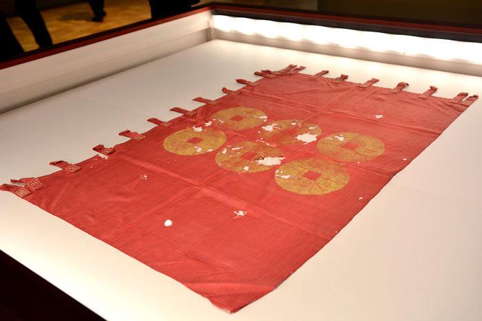 茜染の旗│16世紀 長野・真田宝物館蔵
