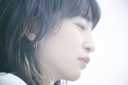 ヒグチアイ、ベストアルバム『樋口愛』発売記念で関係者レコメンドコメントを特設サイトで公開、弾き語りワンマン無料生配信も決定