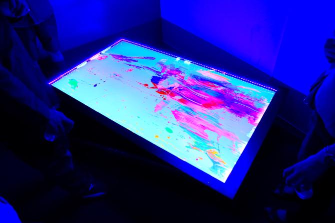 2015年のART OSAKAのブースより Gallery OUT of PLACE / Houxo Que《16,777,216 RGB view》