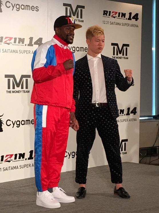 """ボクシング界の""""レジェンド""""メイウェザー(左)が""""神童""""那須川天心と対戦"""