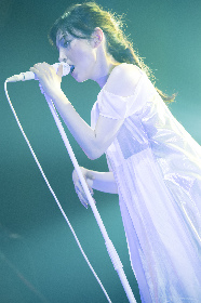 家入レオ 歌で描き、歌で魅せた全国ツアー・東京国際フォーラム公演をレポート