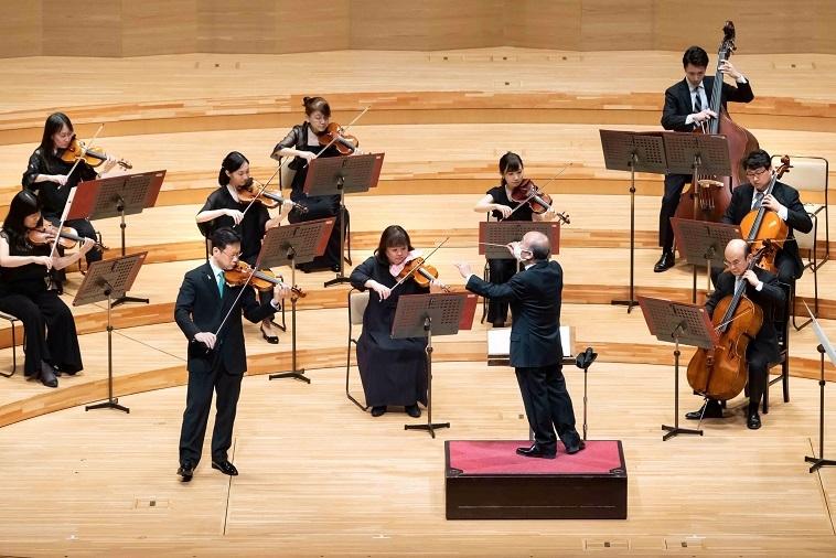 エルガー「愛の挨拶」のヴァイオリン独奏は、コンサートマスター田野倉雅秋  (C)サントリーホール