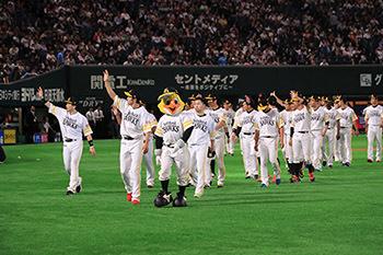 福岡ソフトバンクホークスは9月21日(土)のヤフオクドーム最終戦でセレモニーを開催する(※写真は昨年のセレモニーの様子)