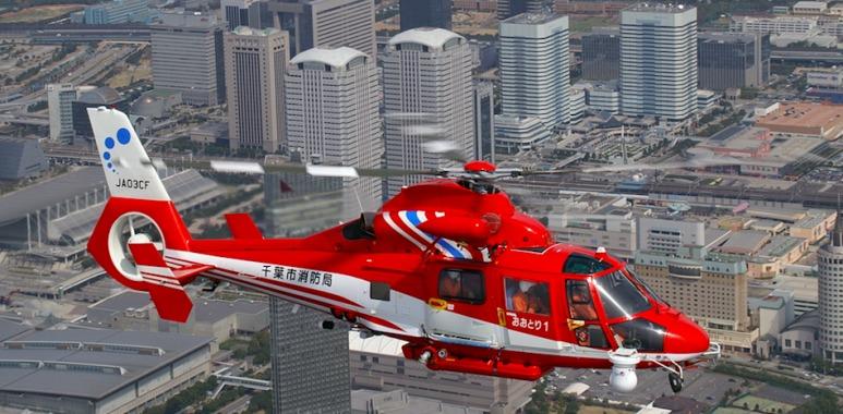 千葉市消防航空隊「おおとり」によるデモンストレーション飛行も見ものだ