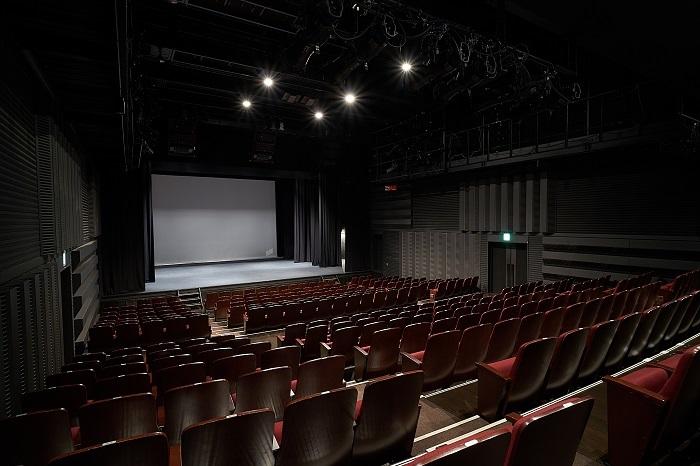 あうるすぽっと劇場写真   撮影:飯野高拓