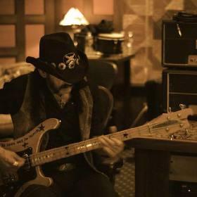 MOTÖRHEAD、Lemmy Kilmister(Ba/Vo)の追悼式を1/10(日)8時~ストリーミング配信