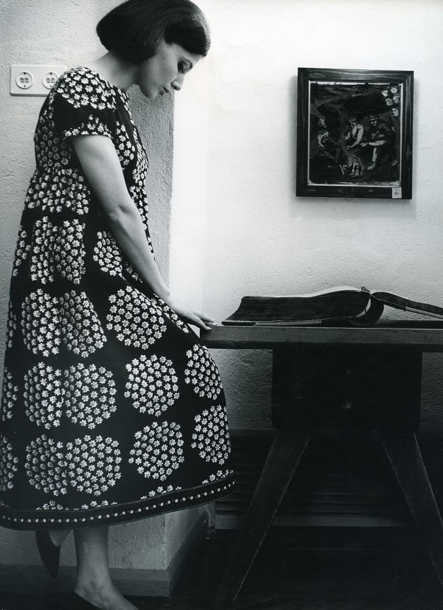 ドレス≪カトリッリ≫ファブリック≪プケッティ≫(ブーケ)、服飾・図案デザイン:アンニカ・リマラ、1964年 Design Museum Archive / Photo: Seppo Saves