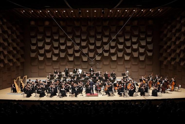 大阪フィルハーモニー交響楽団     (C)飯島隆