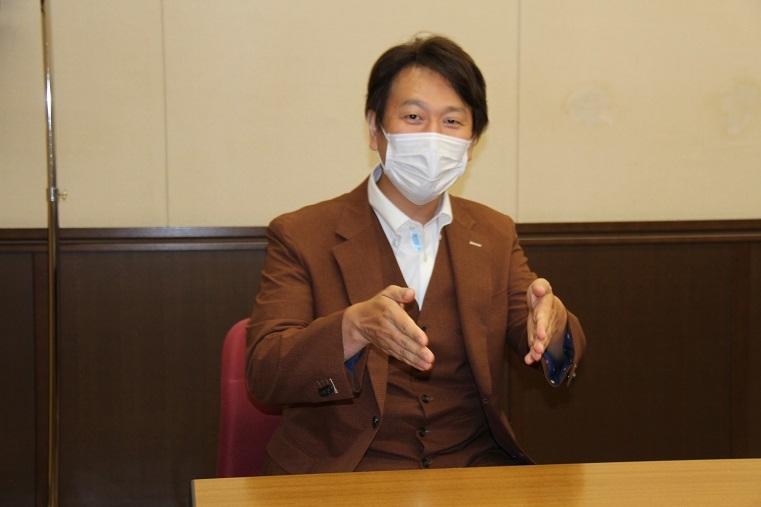 バリトン歌手 迎肇聡     (C)H.isojima