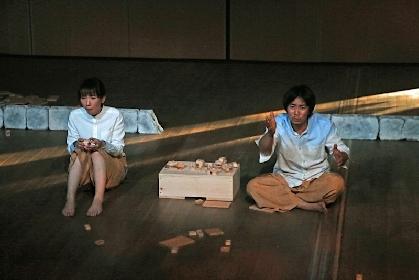 松田正隆の初期作を契機に結成された〈ひなた旅行舎〉が東京&三重で『蝶のやうな私の郷愁』を上演~演出の永山智行(劇団こふく劇場)に聞く