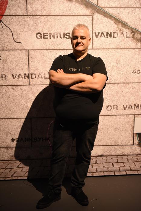 『BANKSY展 GENIUS OR VANDAL?(バンクシー展 天才か反逆者か)』キュレーター兼プロデューサーのアレクサンダー・ナチケビア氏