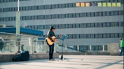 back number清水依与吏(Vo&G)が駅前で路上ライブに挑戦