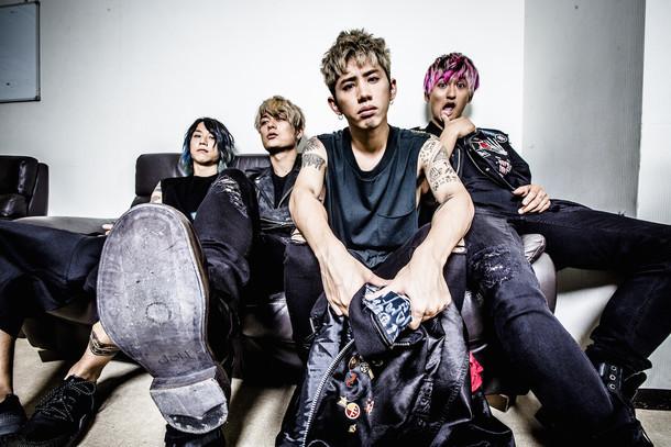ONE OK ROCK(写真右端がRyota)
