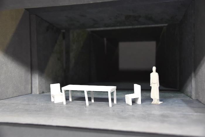 『ねじまき鳥クロニクル』の舞台セットの試作模型。八百屋舞台になっている。