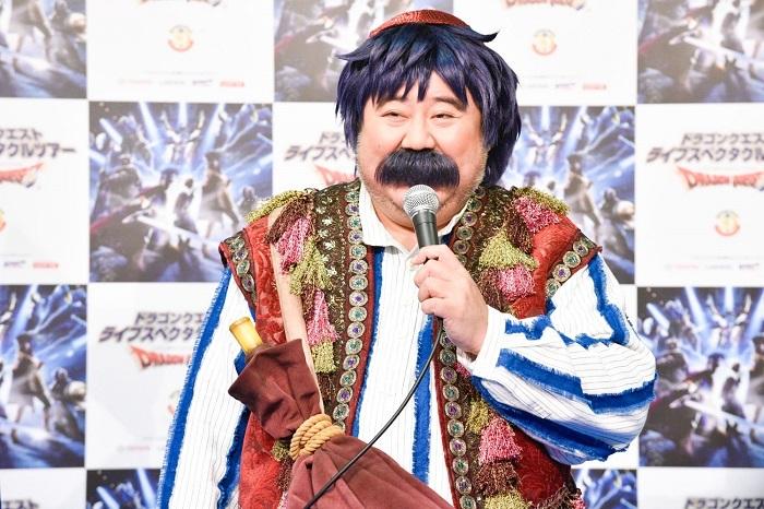 トルネコ役の芋洗坂係長 撮影=原地達浩