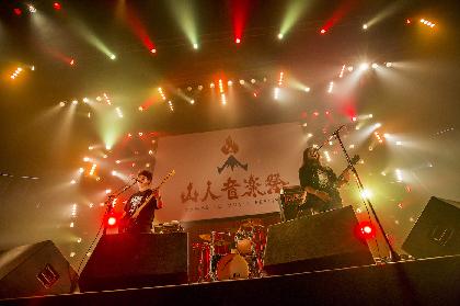"""【山人音楽祭クイックレポ】HAWAIIAN6 歴戦のパンクバンドが""""赤城""""のアリーナをライブハウスに変えた"""
