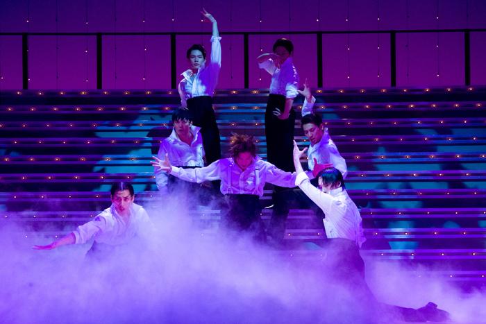 舞台『宝塚BOYS』2018年版・team SEA(撮影:桜井隆幸)