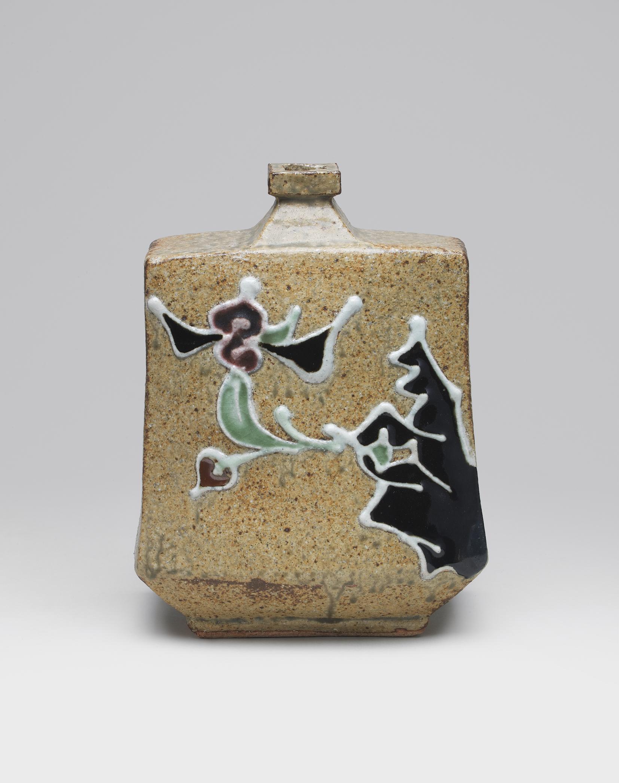作家名:河井 寛次郎 作家英語名:Kawai Kanjiro 作品名:花手扁壷 作品英語名:Pottery  flask with flower 店名:柳瀬美術店