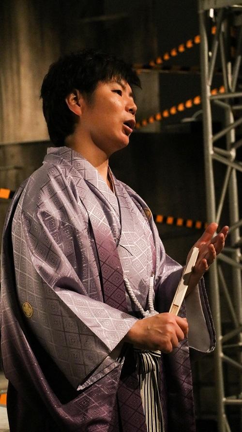 セレモニーから直行だったので袴姿の川田さん。