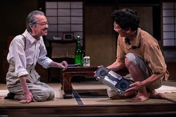 かわいいコンビニ店員飯田さん『手の平』舞台写真 photo by bozzo