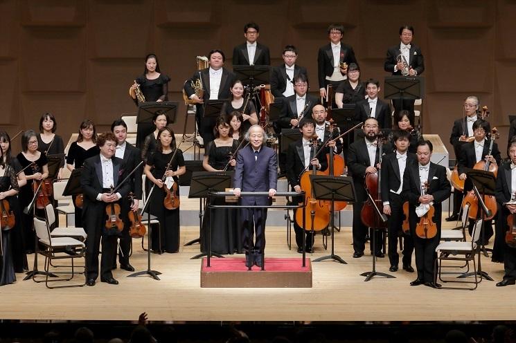 弦楽器、管楽器のトップ奏者が楽器紹介をしています     (C)飯島隆