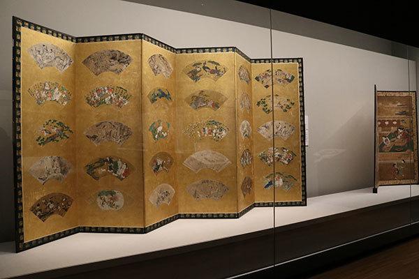 左が《扇面貼交屛風》狩野派ほか 画 室町〜江戸時代 16〜17世紀(京都・南禅寺所蔵)(全期間展示、ただし場面替あり)