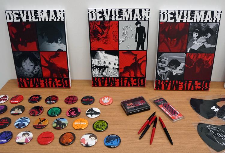 グッズの一部。新着情報は公式サイトにて随時案内されるので確認しよう  (C)永井豪/ダイナミック企画 (C)ダイナミック企画・東映アニメ―ション (C)Go Nagai-Devilman Crybaby Project (C)VRデビルマン展実行委員会