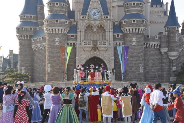 スタート前のセレモニーの様子 (C)Disney