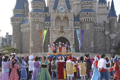 ディズニーキャラクターの仮装をしたゲスト約500名が開園前のパークをランニング! 「ディズニー・ハロウィーン・ファン・アンド・ラン」オフィシャルレポート