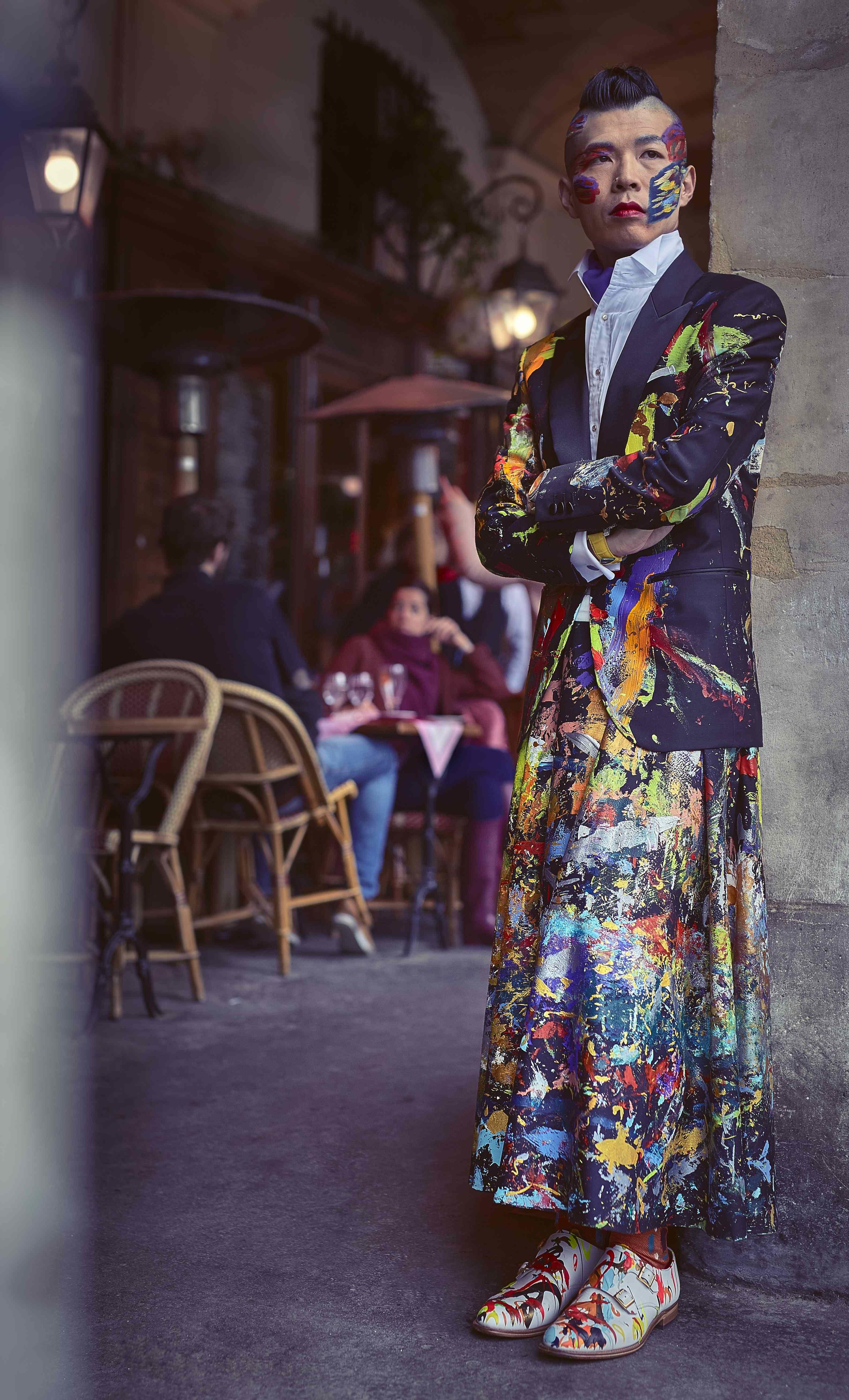 パリ、マレ地区ボージュ広場のカフェ。