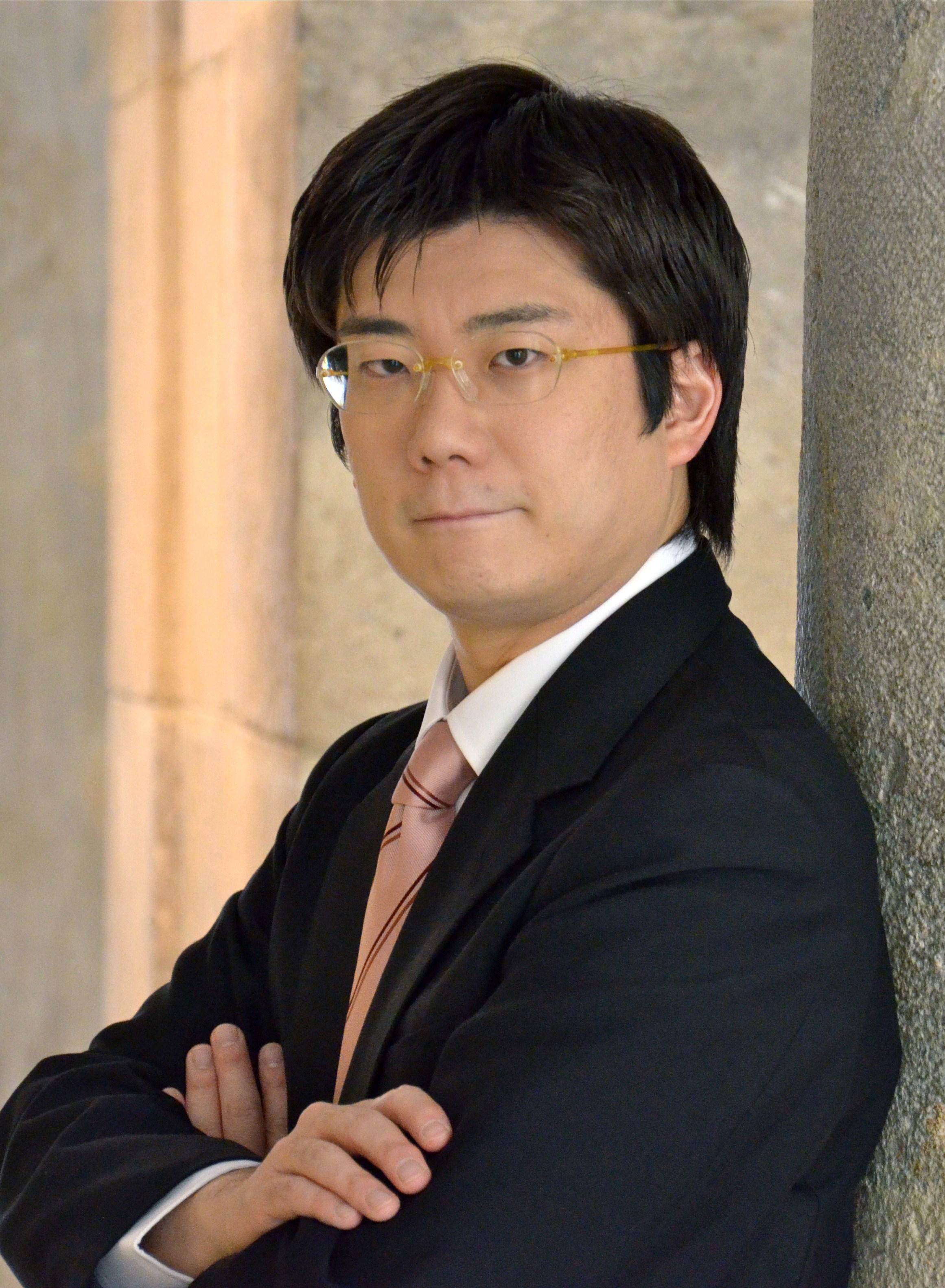 独特なレパートリー、そして室内楽での活躍で知られる佐藤卓史が第二ピアノを担当