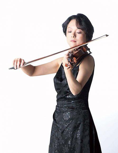 川田知子(ヴァイオリン) Photo:Junichi Ohno